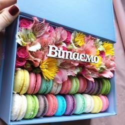 Коробка с цветами и...